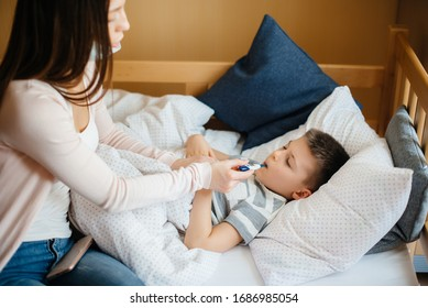 A mother takes care of her child who has a fever and fever. Disease and healthcare