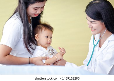 The mother took a little son to see the doctor regularly according to the appointment. To check the baby's health periodically. Child Health Check Program Concept