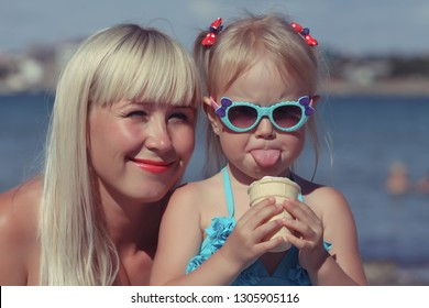 Mother's portrait with the daughter at the sea.