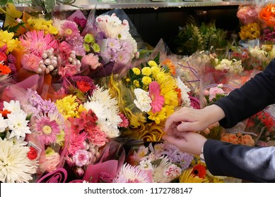 Motion of of people buying flower inside price smart foods store
