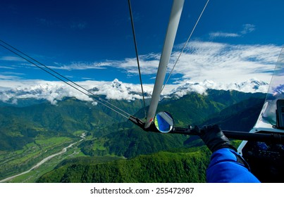 The motor hang-gliding in the sky - Nepal