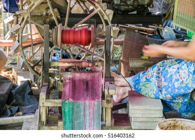 Motor spin method to make red hemp rope for the material to make mat