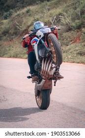 motorcycle, bike, motorbike, biker, motocross, motor, speed, race, road, helmet, sport, rider, extreme, racing, competition, ride, transportation, chopper, fast, transport, sports, cycle, wheel, natur