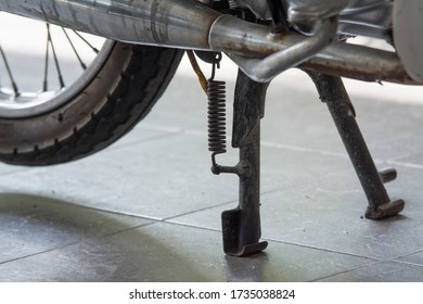 motorcycle center two legged kickstand