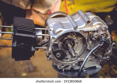 Motorcycle engine, small motorcycle, maintenance