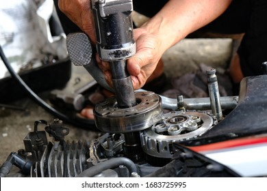 Motorcycle engines, motorcycles have been repaired by mechanic for a long time
