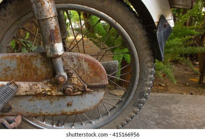 The motorcycle rust;The old motorcycle and eroding