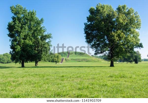 Mound Cahokia Mounds State Historic Site Stock Photo (Edit
