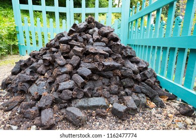 Mound peat dry and ready for use