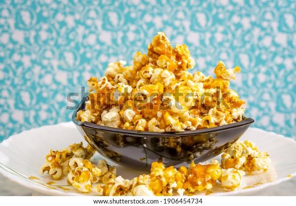 mound-sweet-caramel-popcorn-black-600w-1