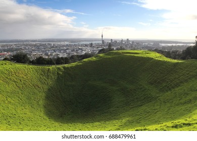 Mount Eden, Volcano cone crater, highest natural point of Auckland isthmus, Central Business District, Auckland, North Island, NZ