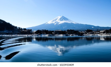 Mount. Fuji and the reflection form a lake tour view