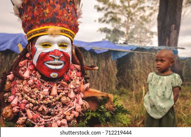 MOUNT HAGEN, PAPUA NEW GUINEA - AUGUST 13, 2011: A highlands tribe member at the Mt. Hagen cultural show in Papua New Guinea