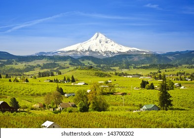 Mount hood and hood river valley