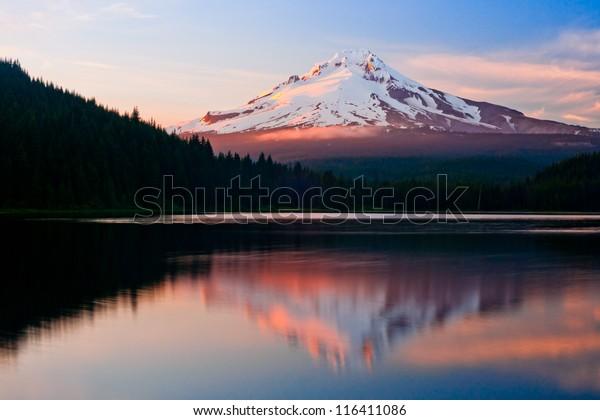 Mount hood view from Trillium lake, oregon, USA, america