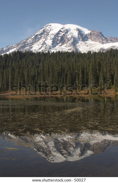 Mount Rainer over a lake with its reflection