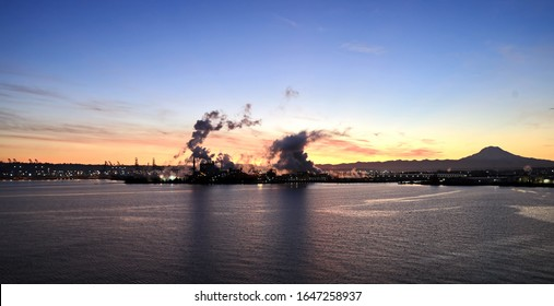 Mount Rainier over Tacoma, Washington, USA. Views of the volcano from the side of Commensement Bay. October, 2019.