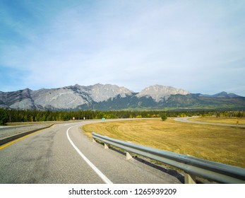 Mount Yamnuska viewing from Kananaskis Exit of Tras-Canada highway 1 in autumn, Kananaskis Country, Canadian Rockies, Alberta, Canada