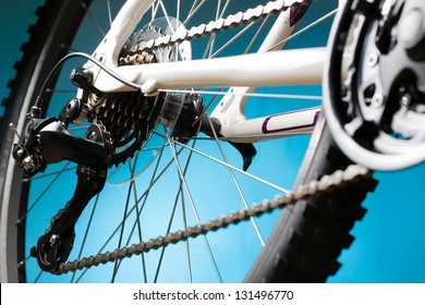 mountain bike cassette on the wheel with chain