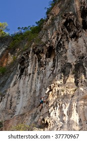 Mountain climber, Rai Lay cliff, south of Thailand