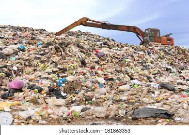 montaña de basura trabajando