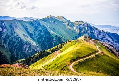 Горный холм путь дорога панорамный пейзаж