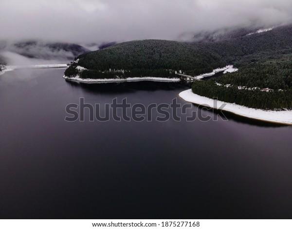 mountain-lake-photography-winter-season-