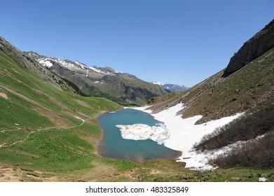 mountain lake to thaw