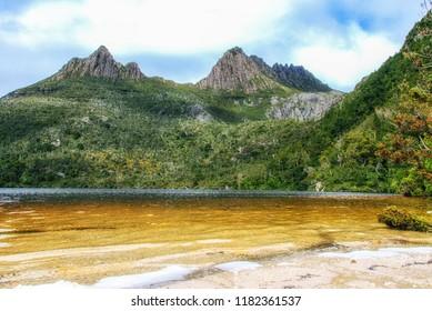 Mountain scenery with Dove Lake in front of massive Cradle Mountain , Australia, Tasmania, Cradle Mountain Lake St. Clair Park