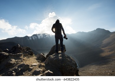 MOUNTAIN TOP PHOTOGRAPHER SILHOUETTE