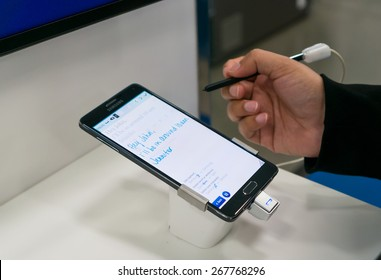 MOUNTAIN VIEW, CA/USA - APRIL 7: User interacting with Samsung Galaxy Note in Best Buy store on Apr 7, 2015 in Mountain View, CA, USA. It is the Android phablet manufactured by Samsung Electronics.