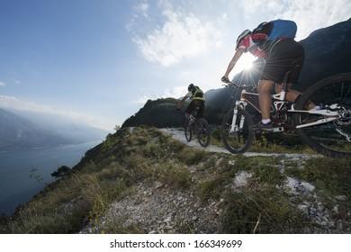 mountainbike downhill on garde lake
