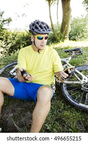 Mountainbiker with smartphone