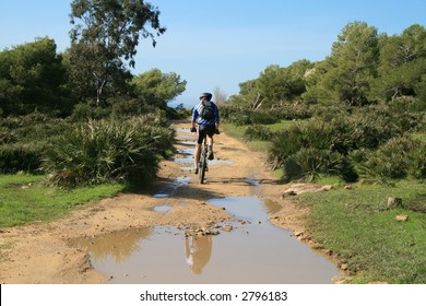 Mountainbiketour near Bolonia, Spain