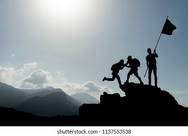 mountaineering activities,success at the summit,assistance and flag