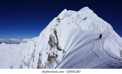 Mountaineers in Himalaya on an Challenging Route - Achieve your Goals