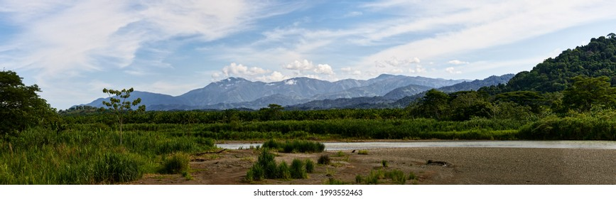 Mountainrange on the way around the central pacificcoast in Costa Rica