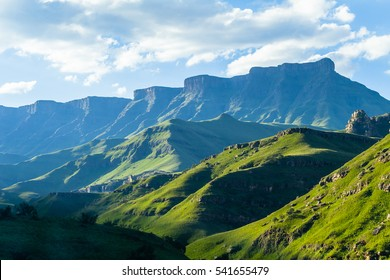 Berge Hochlandschaft  Berge Hochsommerlandschaft Sani-Pass Drakensberg Südafrika.