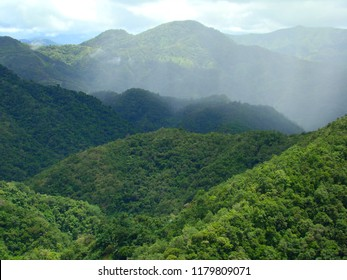 Mountains near Banaue: a patchwork of primary rainforest, secondary forest, paddy fields and heavily logged slopes (Luzón, Philippines)