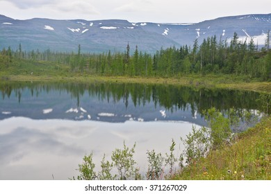Mountains on the shores of the lake. Northern shore of the lake, located on the Putorana plateau.