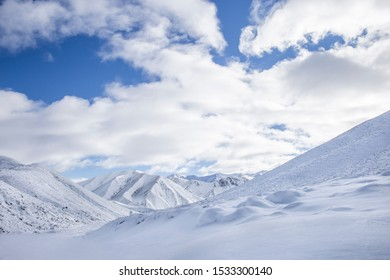 Mountains with snow winter landscape, beautiful icy high altitude mountain view, snow capped mountains in New Zealand, South Island, Winter mountains