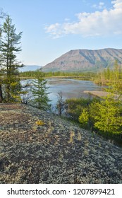 Mountains in the vicinity of the Norilsk lakes. Northern shore of the lake, located on the Putorana plateau.