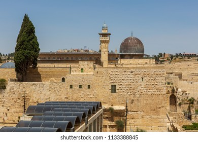 Mousque Al-aqsa and entrance to Wailing Wall in Jerusalem