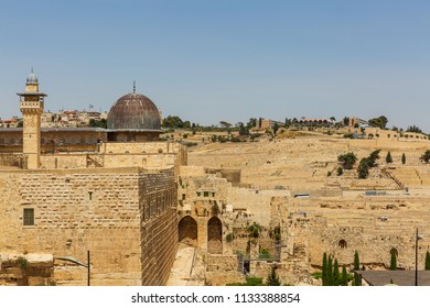Mousque Al-aqsa on Temple Mount and view on Mount of Olives in Jerusalem