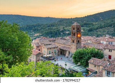 Moustiers-Sainte-Marie village in Provence, Provence-Alpes-Cote d`Azur, France, member of most beautiful villages of France
