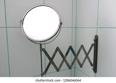 Movable mirror in the bathroom