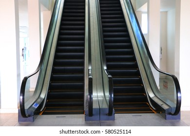 Move the stairs in the subway.