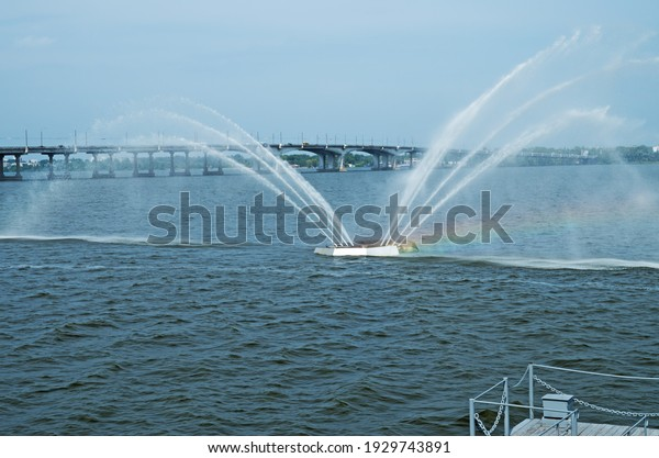 moving-fountain-located-riverbed-on-600w