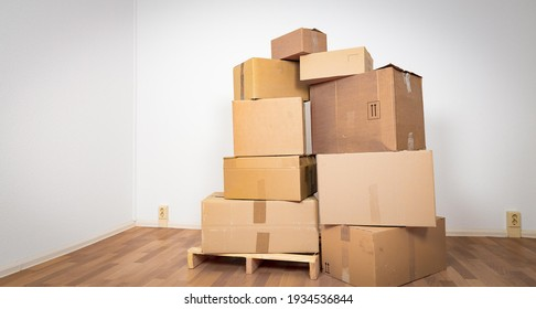 Moving in new apartment. Empty room with boxes