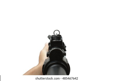 MP5-Sturmgewehr-Waffe in erster Person Shooting-Ansicht einzeln auf weißem Hintergrund